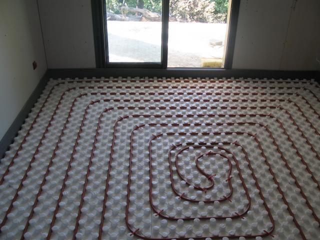 pompe a chaleur et plancher chauffant a venelles installation de pompe chaleur avec domotec. Black Bedroom Furniture Sets. Home Design Ideas